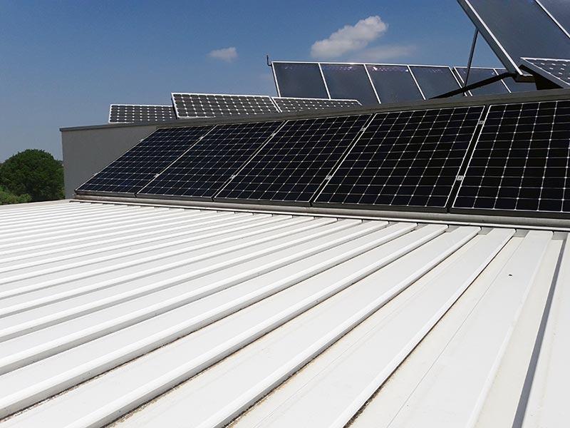 Pannelli fotovoltaici SunPower su pensilina